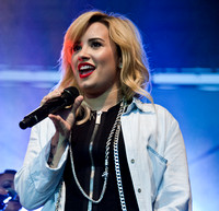 07/17/2013 - Demi Lovato & Chris Wallace Perform at Great Plaza