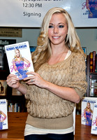 09/28/2011 - Kendra Wilkinson Book Signing