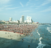 07/31/2014 - Country Music Fans in Atlantic City