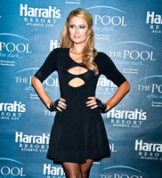 02/01/2014 - Paris Hilton Visits The Pool After Dark